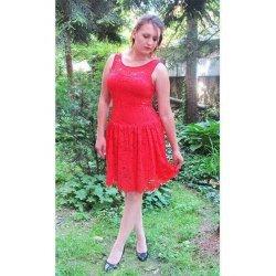 Дантелена рокля червена