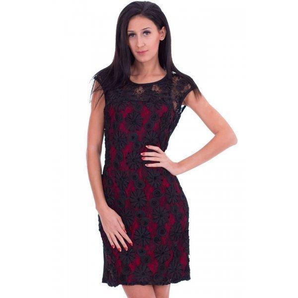 Дамска рокля с ефектна дантела