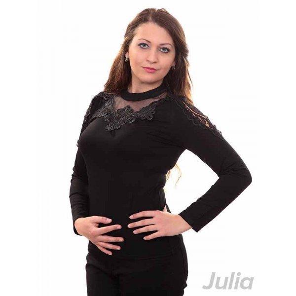 Черна блузка с бродерия