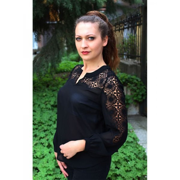 Черна елегантна блуза