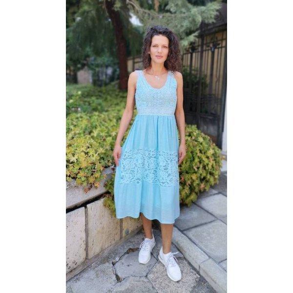 Светлосиня лятна рокля с дантела