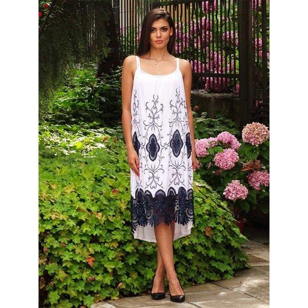 Бяла рокля с бродерия