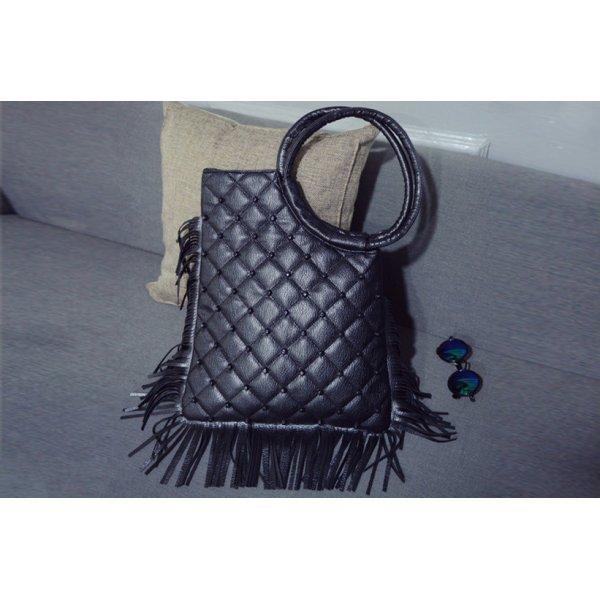 Черна чанта с ресни