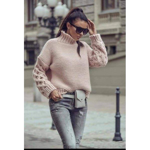 Плетен пуловер с висока яка