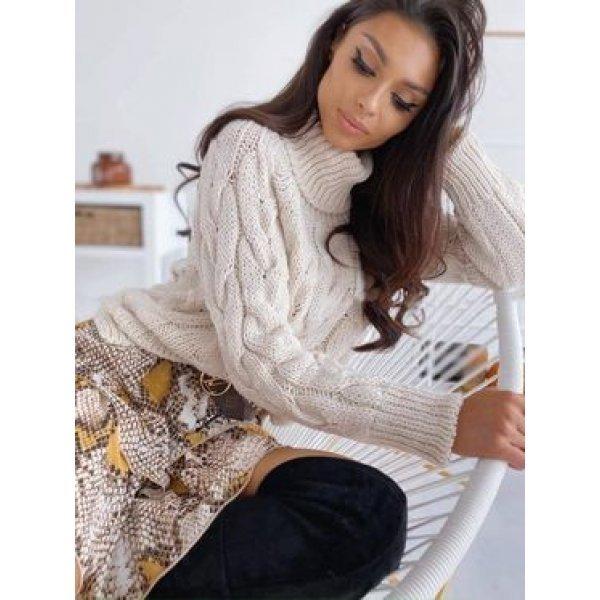 Зимен бежов пуловер