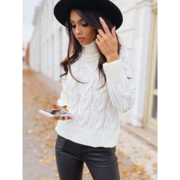 Бял плетен пуловер