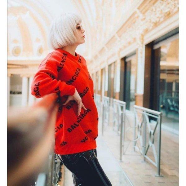 Червен пуловер Balenciaga