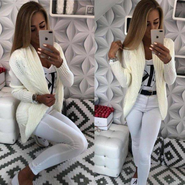 Бяла жилетка плетиво