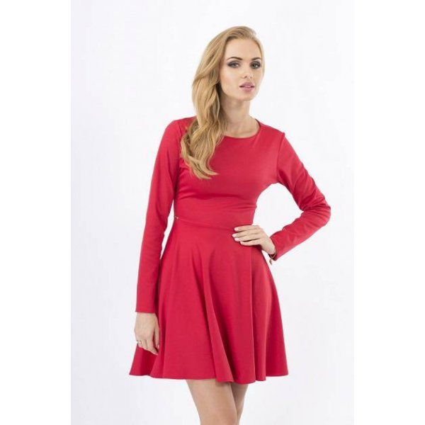 Червена рокля разкроена