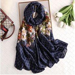 Тъмносин копринен шал с флорални мотиви