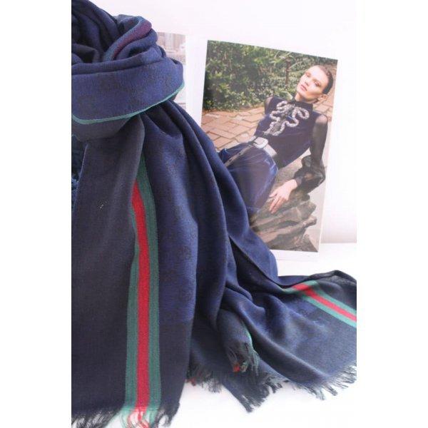 Тъмно син есенен шал